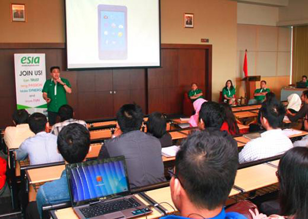 Photo of Bakrie Telecom  GELAR TALKSHOW DAN CAMPUS HIRING