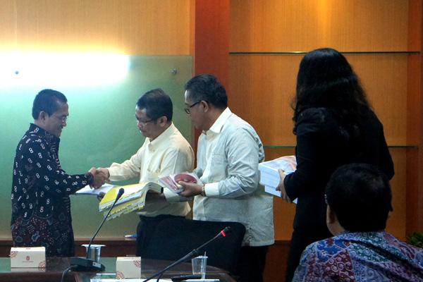 Photo of Indar Atmanto Adukan Hakim Tipikor Ke Komisi Yudisial