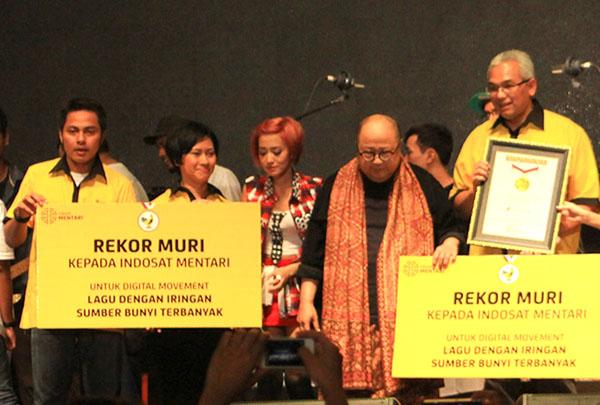 Photo of Indosat Raih Penghargaan MURI untuk Digital Movement