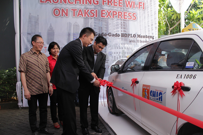 Photo of Menikmati Wifi Gratis di Taksi Express