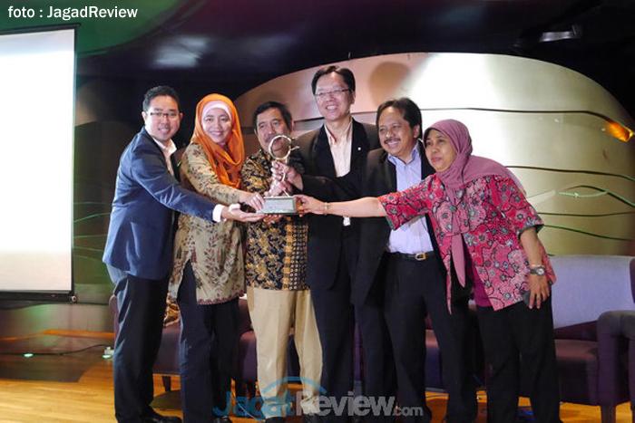 Photo of Program CSR Pendidikan Smartfren Raih Indonesia MDG Awards 2013