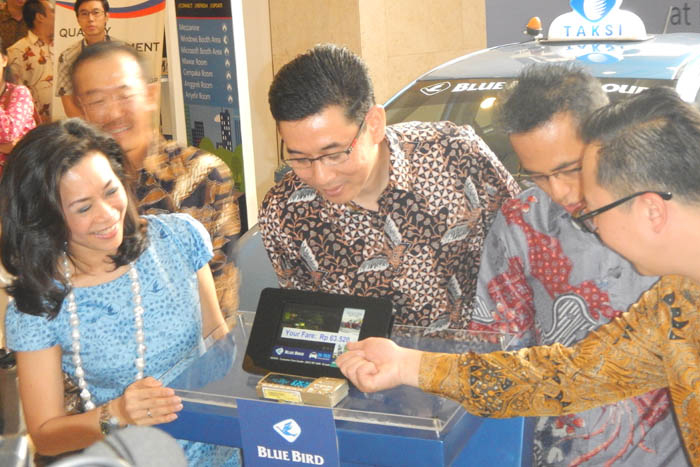 Photo of Didukung Microsoft Windows,  Blue Bird Hadirkan Interactive Taxi Entertainment