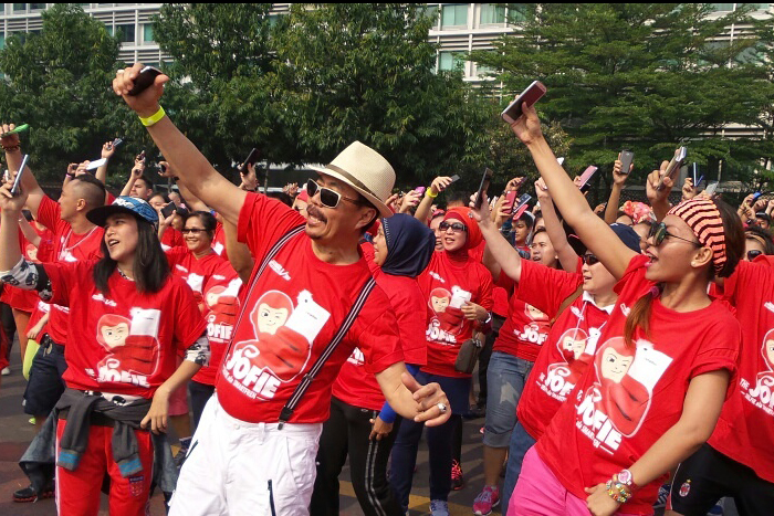 "Photo of Smartfren Guncang  bundaran Hotel Indonesia  dengan ""Jofie"" Joget Selfie"