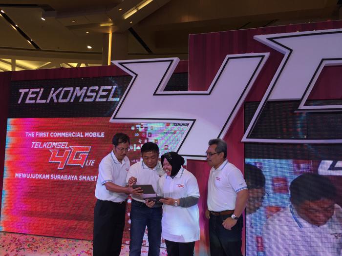 Photo of Telkomsel 4G LTE yang Pertama Hadir di Surabaya