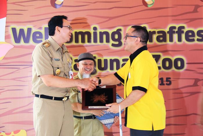 Photo of Indosat memfasilitasi kedatangan Sepasang Jerapah dari Australia untuk Taman Margasatwa Ragunan