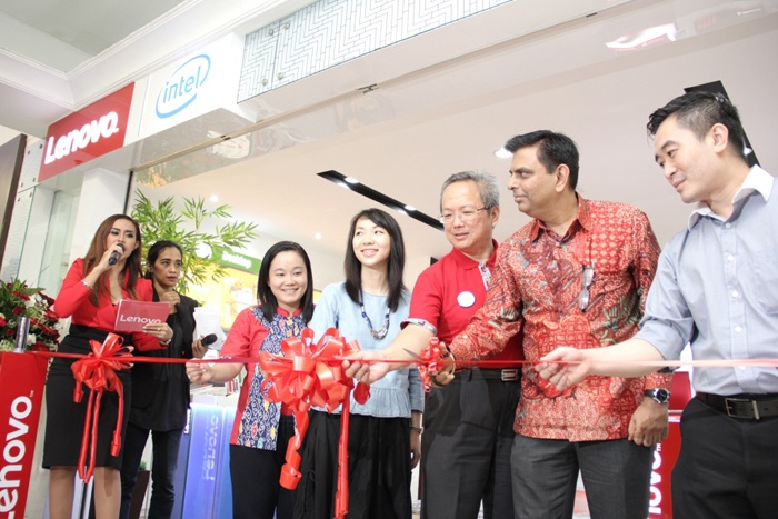 Photo of Lenovo Resmikan Flagship Store Pertama di Indonesia