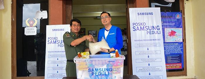 Photo of Melalui posko SamsungCare, Samsung lakukan layanan Cuci Gratis Di Tiga Titik Pengungsi Gunung Agung Bali