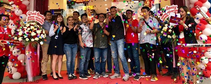Photo of Erajaya Retail Group Serentak Rersmikan 10 Outlet  yang Tersebar  Di 6 Kota.  Erafone, iBox, dan Samsung Experience Store